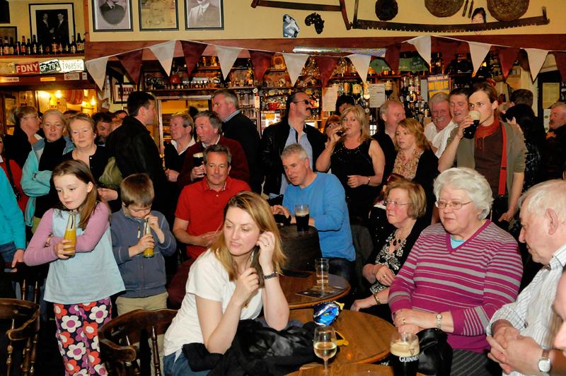 19-trad-music-in-mollys-bar