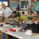35-artist-gordon-darcy-with-1st-and-2nd-class-of-letterfrack-ns-as-part-of-the-schools-programme