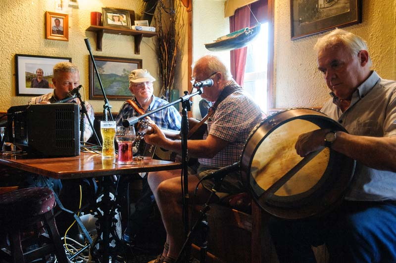 Trad Music Session in Mollys Bar