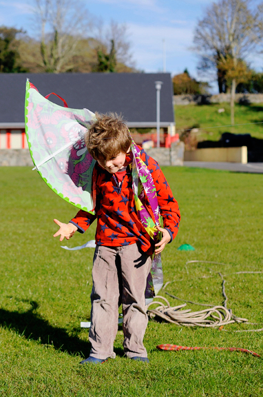 tiernan-walsh-from-letterfrack-struggles-with-his-kite